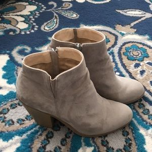 Taupe Banana Republic booties, sz 8